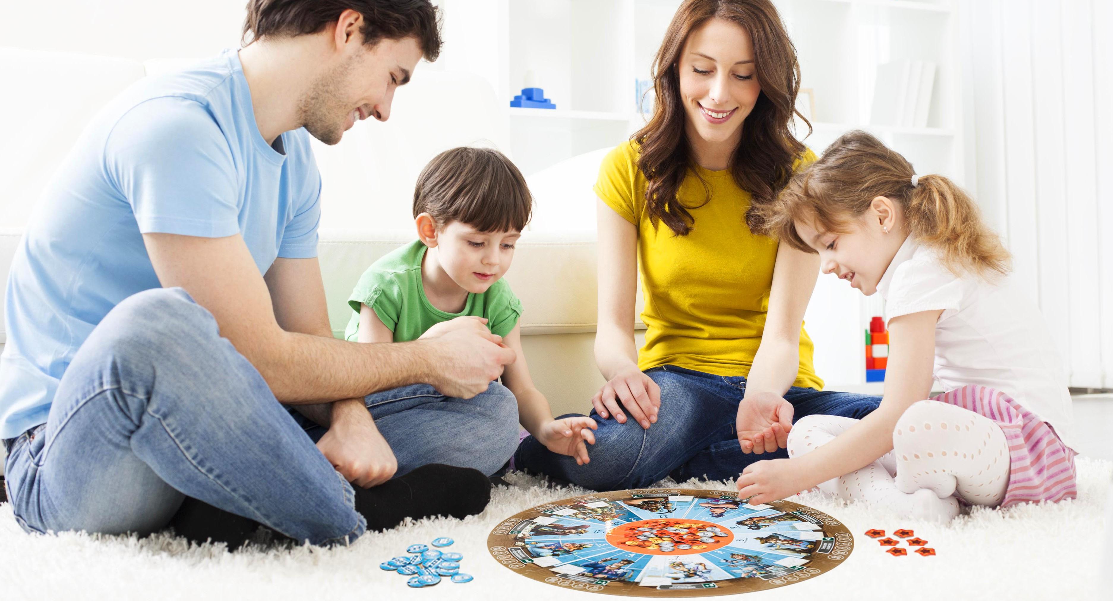 Про победу, картинки играющих детей с родителями