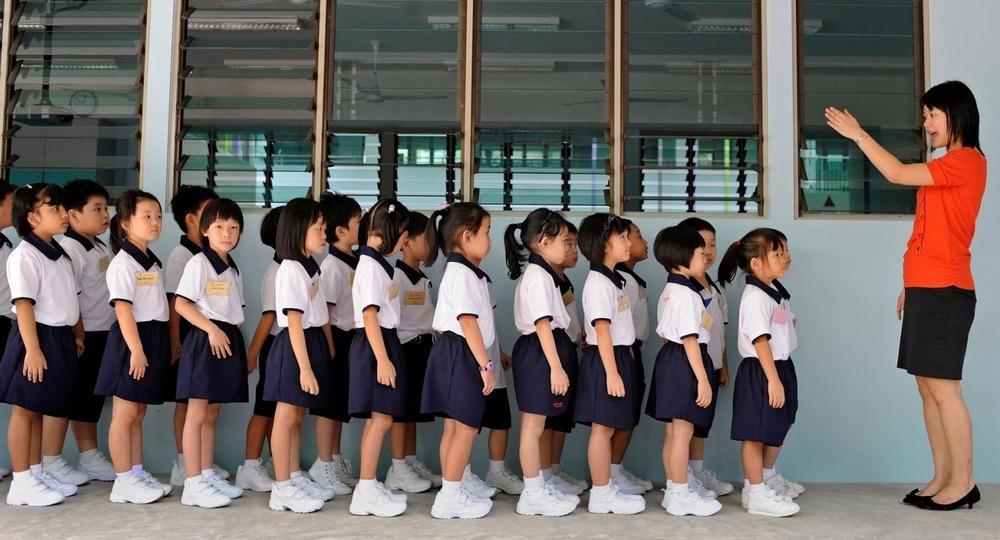 Школы Сингапура отказываются от рейтингов и уменьшают количество экзаменов