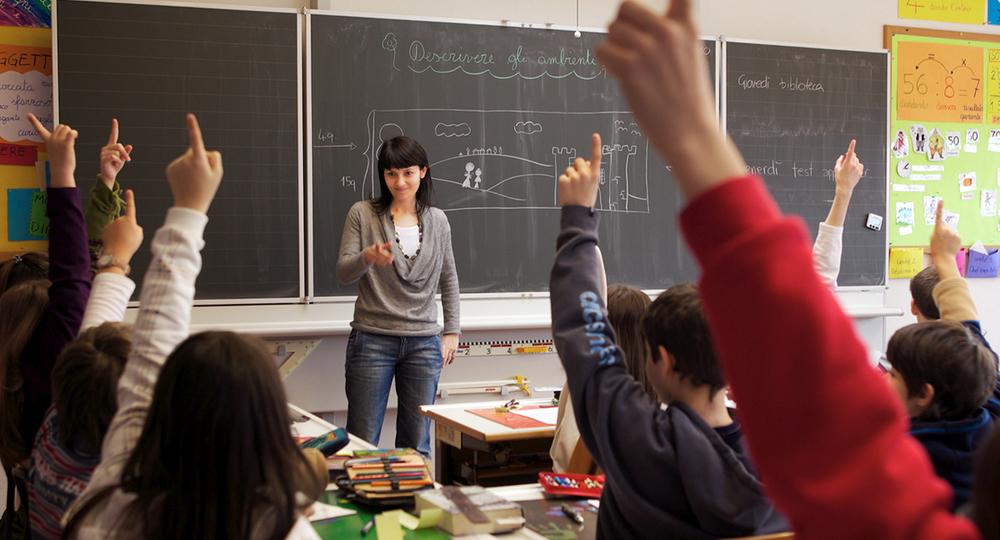 В Италии закрывают школы, чтобы вакцинировать учителей