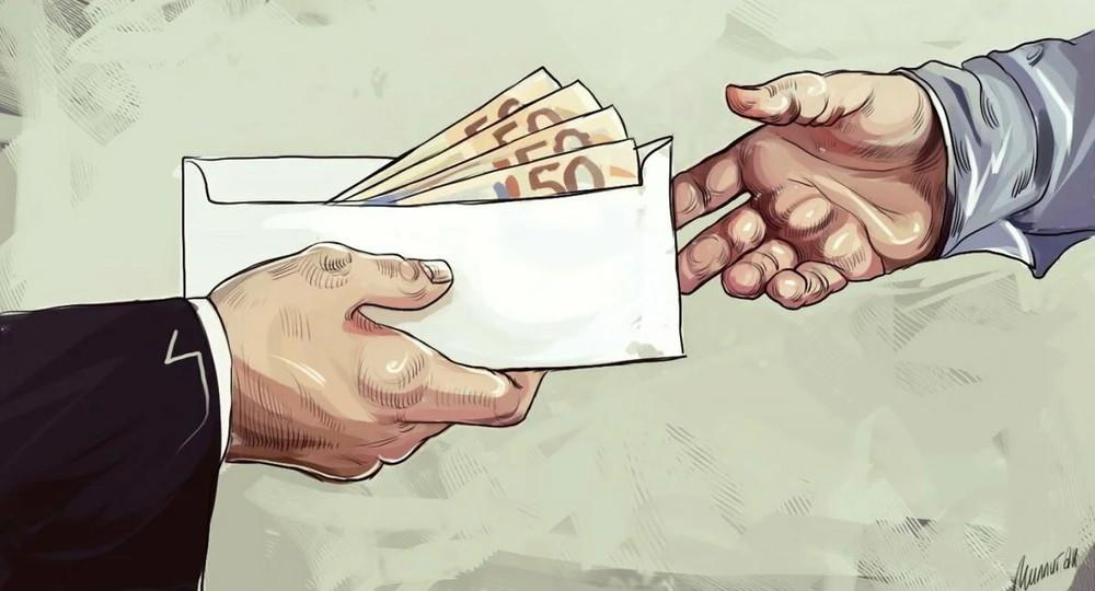 Кто чаще всех берет взятки?