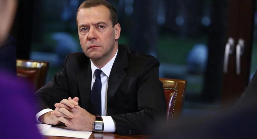 Путин назначил Медведева на должность своего заместителя по науке и образованию