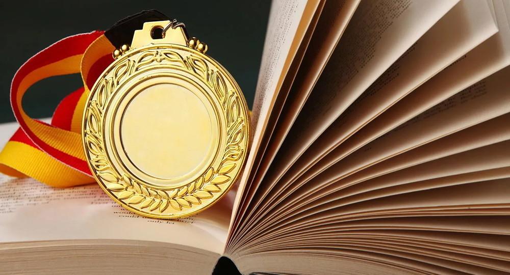 Рособрнадзор объяснил увеличение количества золотых медалей в школах