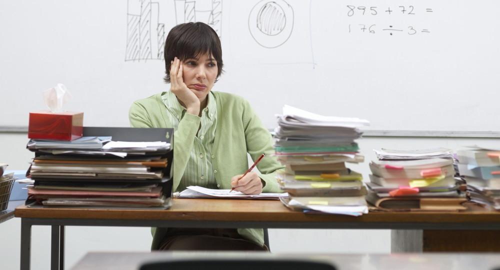 До бога высоко, до царя далеко: реалии сокращения бюрократической нагрузки на учителей