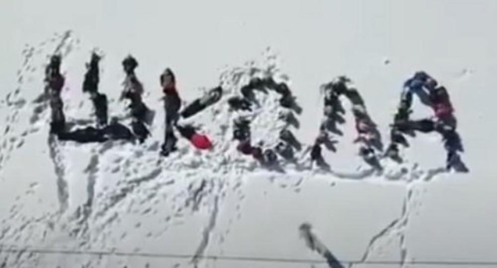 В Татарстане дети составили собой слово «школа» на снегу, чтобы для них построили школу