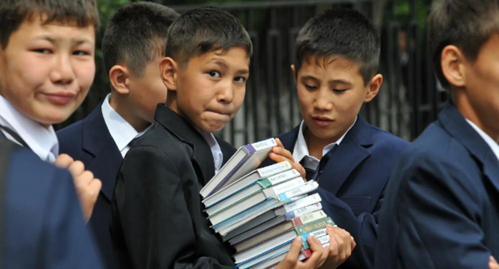 В Казахстане школьников и студентов перевели на дистант