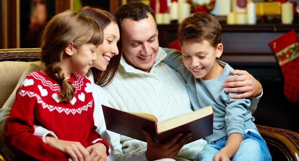 Минпросвещения разработает программу по воспитанию детей в семьях