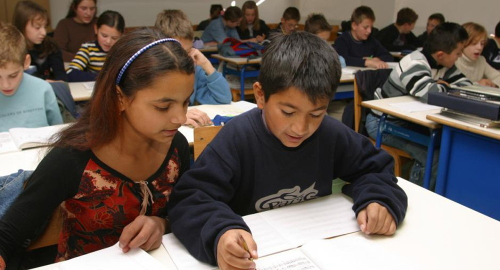 Учеников старшей школы в Греции обязали делать тест на коронавирус дважды в неделю