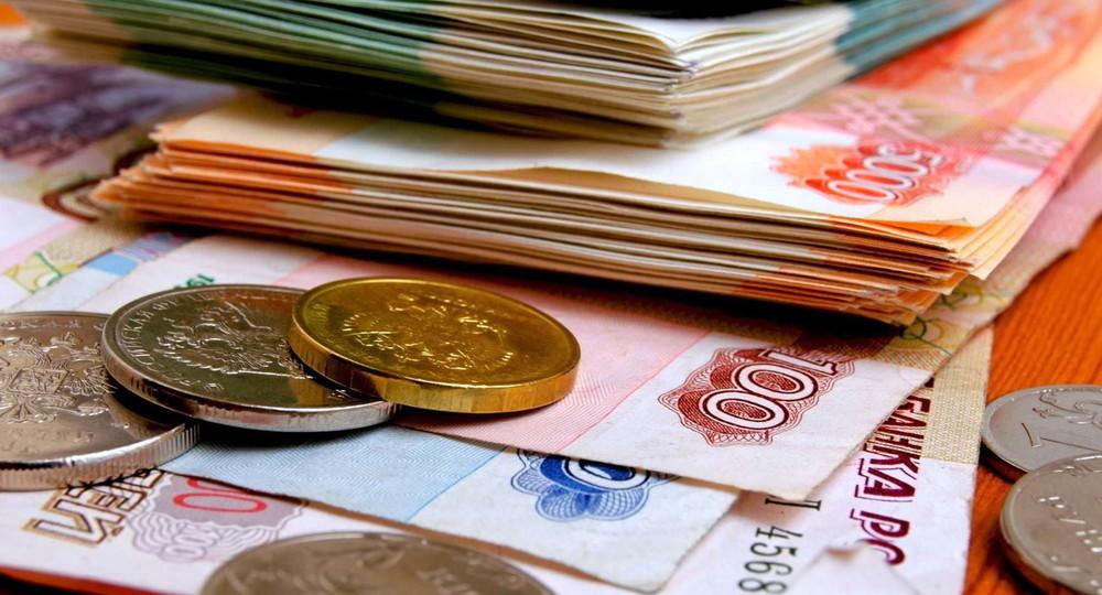 Семьи со школьниками получат разовую выплату в десять тысяч рублей