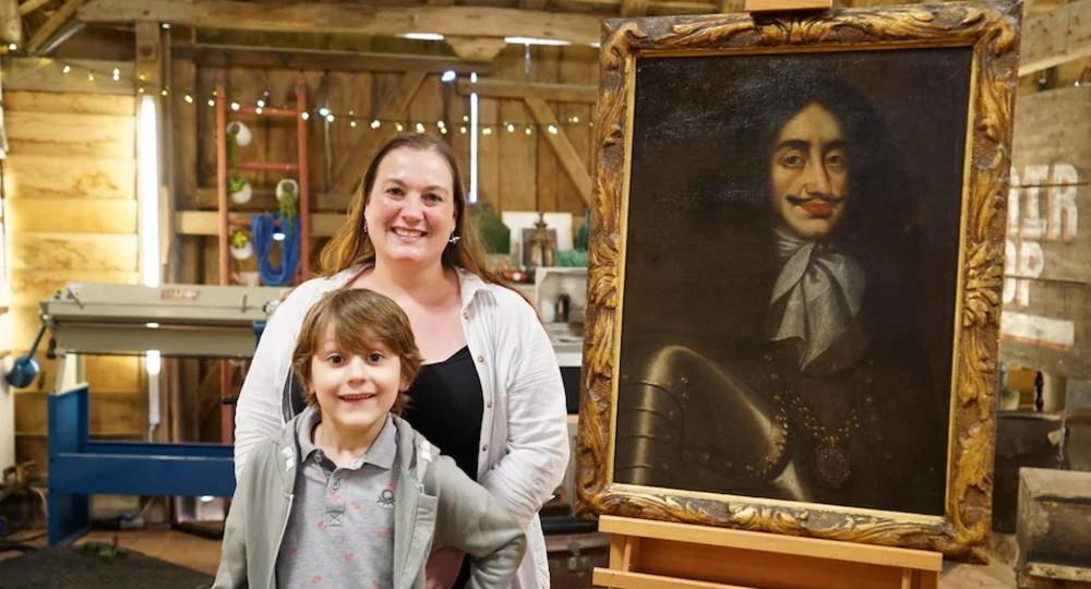 Семилетний мальчик уговорил маму отреставрировать картину, которая висела в столовой его прабабушки