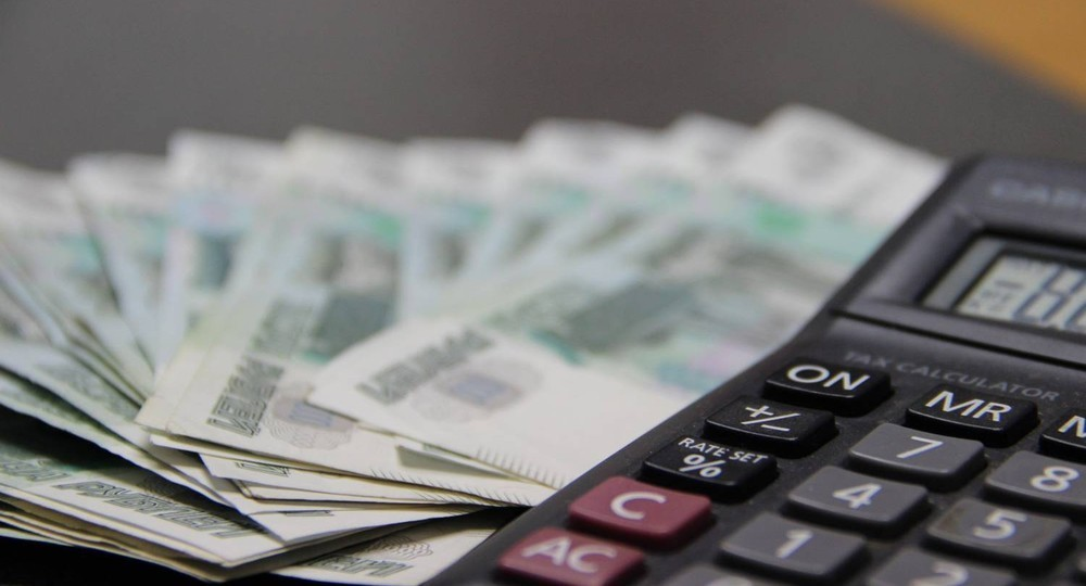 Президент поручил в августе выплатить по 10 тысяч рублей семьям с детьми от 6 до 18 лет