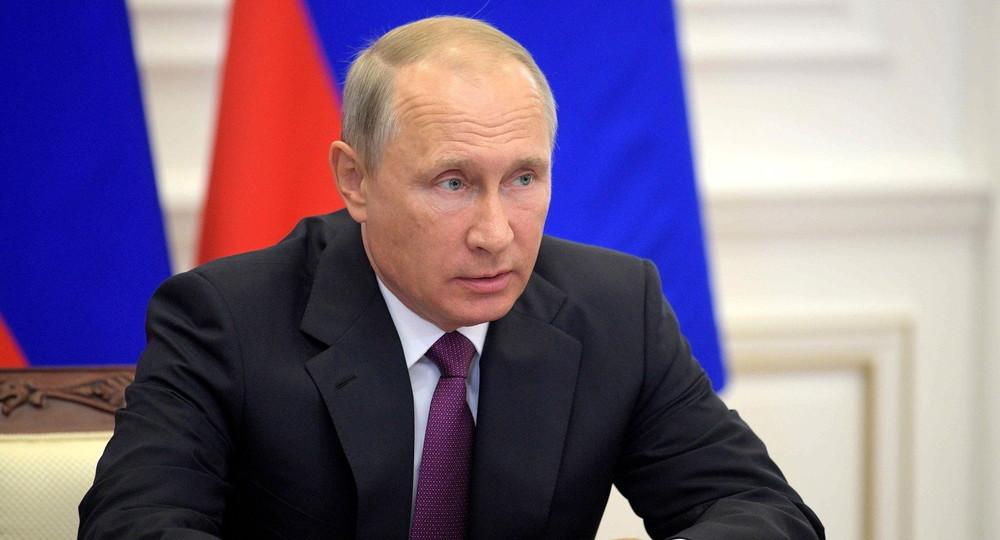 Путин поручил наградить учителей и сотрудников гимназии в Казани, спасавших детей