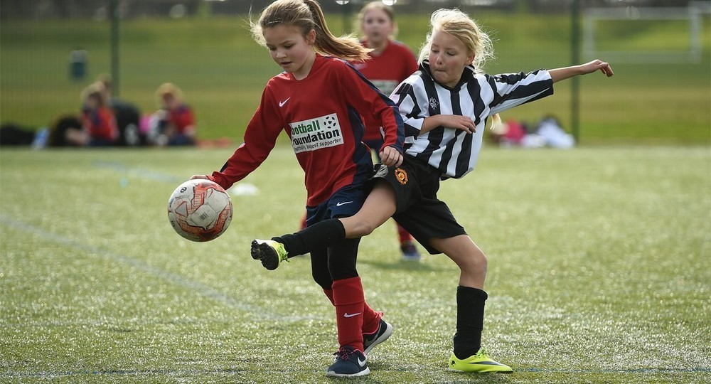 В пяти городах России открыли бесплатные футбольные секции для девочек