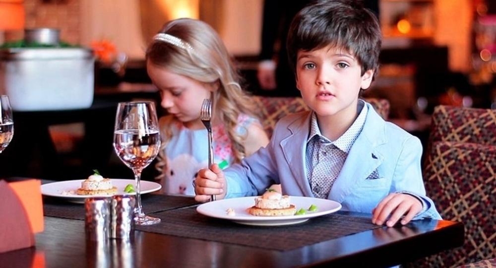 В Москве разрешили пускать детей в кафе без QR-кодов, но только в сопровождении взрослых