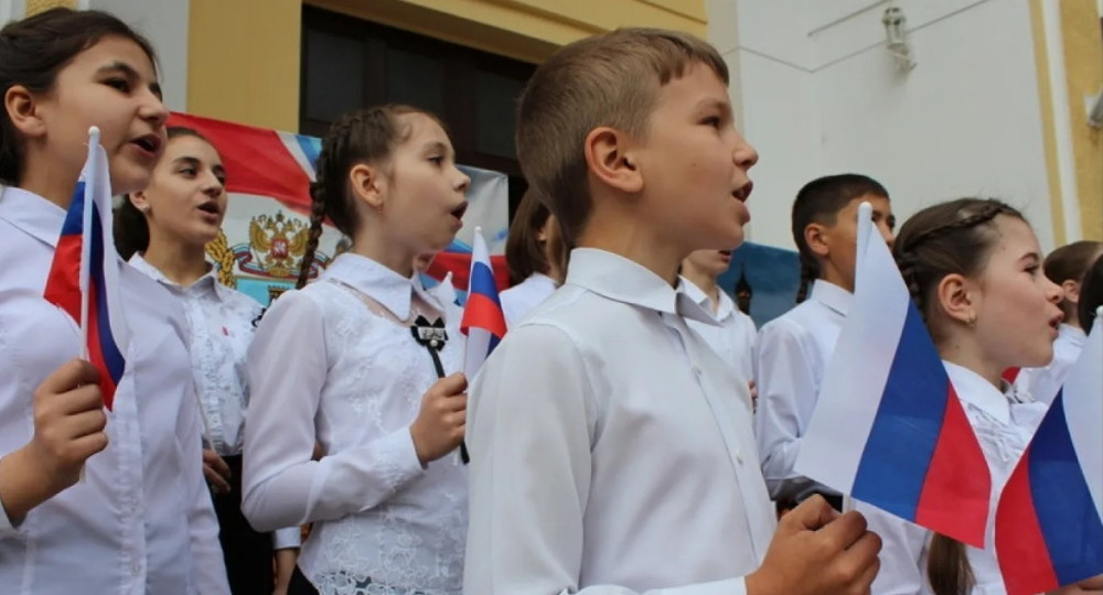 Пермский депутат Госдумы предложил обязать школьников учить гимн России
